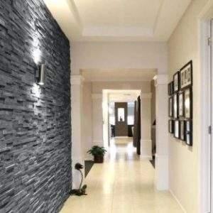 Fileto black ardezie.Acest placaj uimitor, este subțire si ideal pentru placare peretilor de interior sau exterior. Placajele din Ardezie vor adăuga un caracter natural pereților tăi. Impresionați-vă prietenii și familia cu acest aspect modern și contemporan. Sunt realizate din placi de ardezie cu umbre naturale, tăiate la dimensiunea 5x20x1 cm sau 8x20x1 cm.